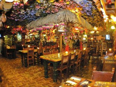 Restaurante colombiano pueblito viejo chicago restaurant - Como decorar un bar ...