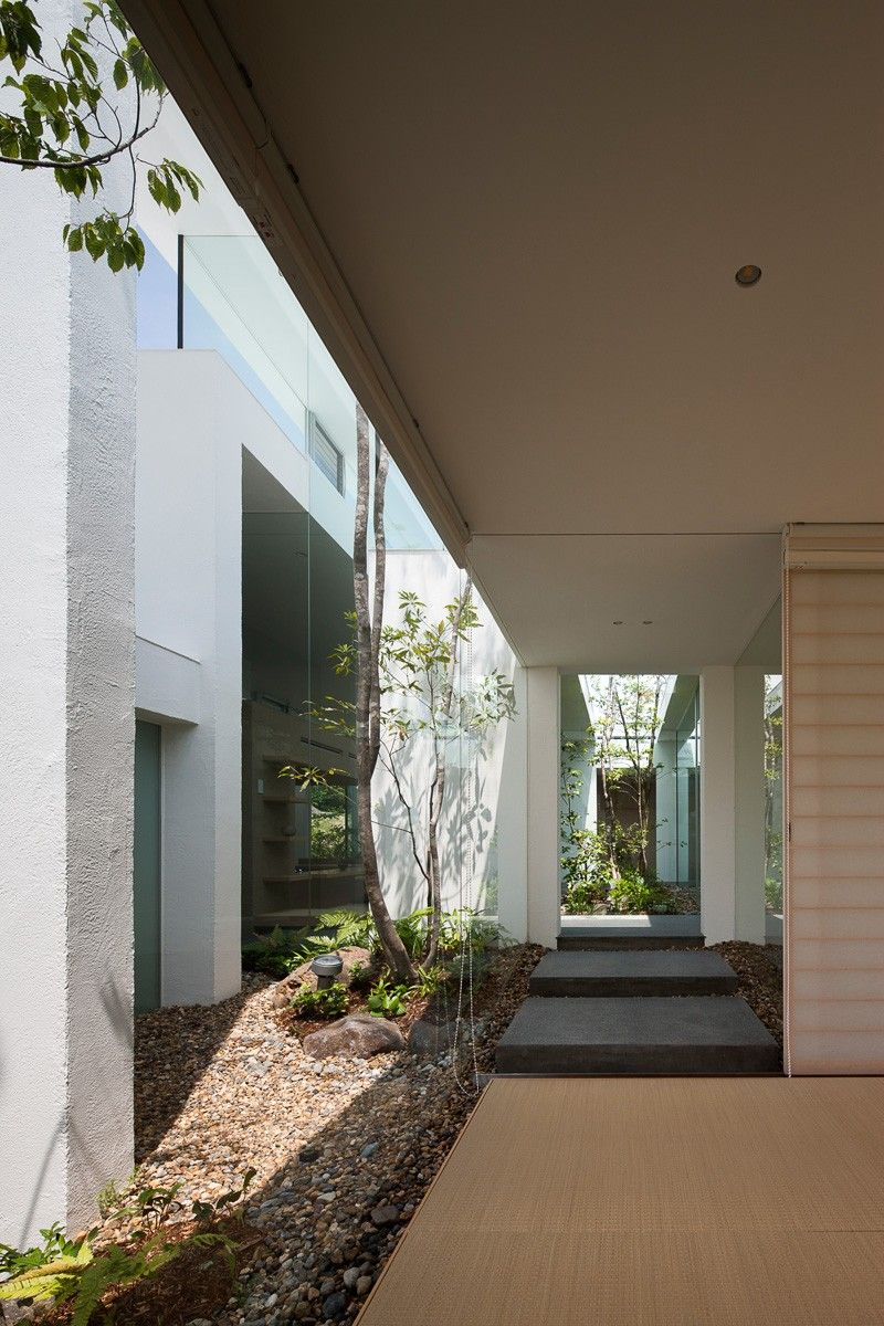 Minimalist House A Modern Interior That Brings The Outside In At