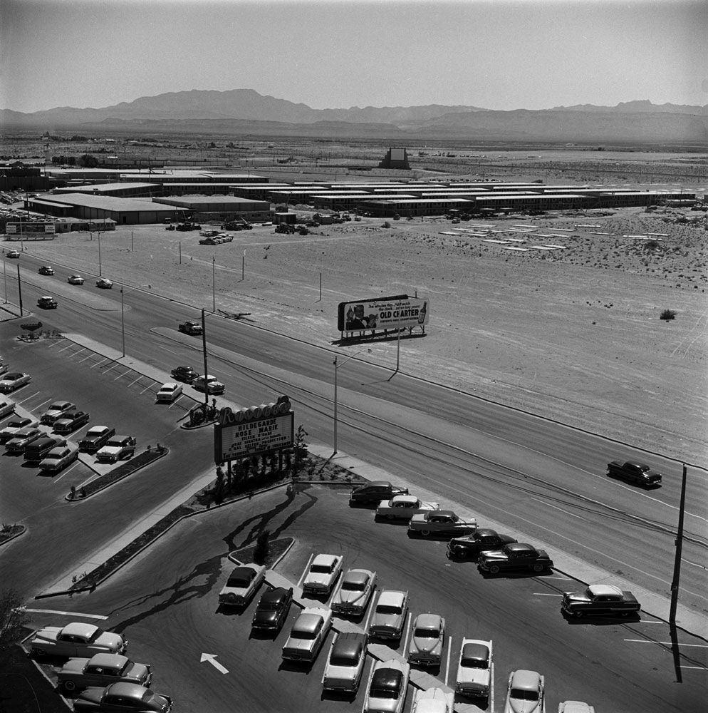 Las Vegas 1955 over the newly-opened Riviera, the 9th resort on the Las Vegas strip. This same view would later see the Stardust, Westward Ho, McDonalds, and once again an empty lot ✿❀