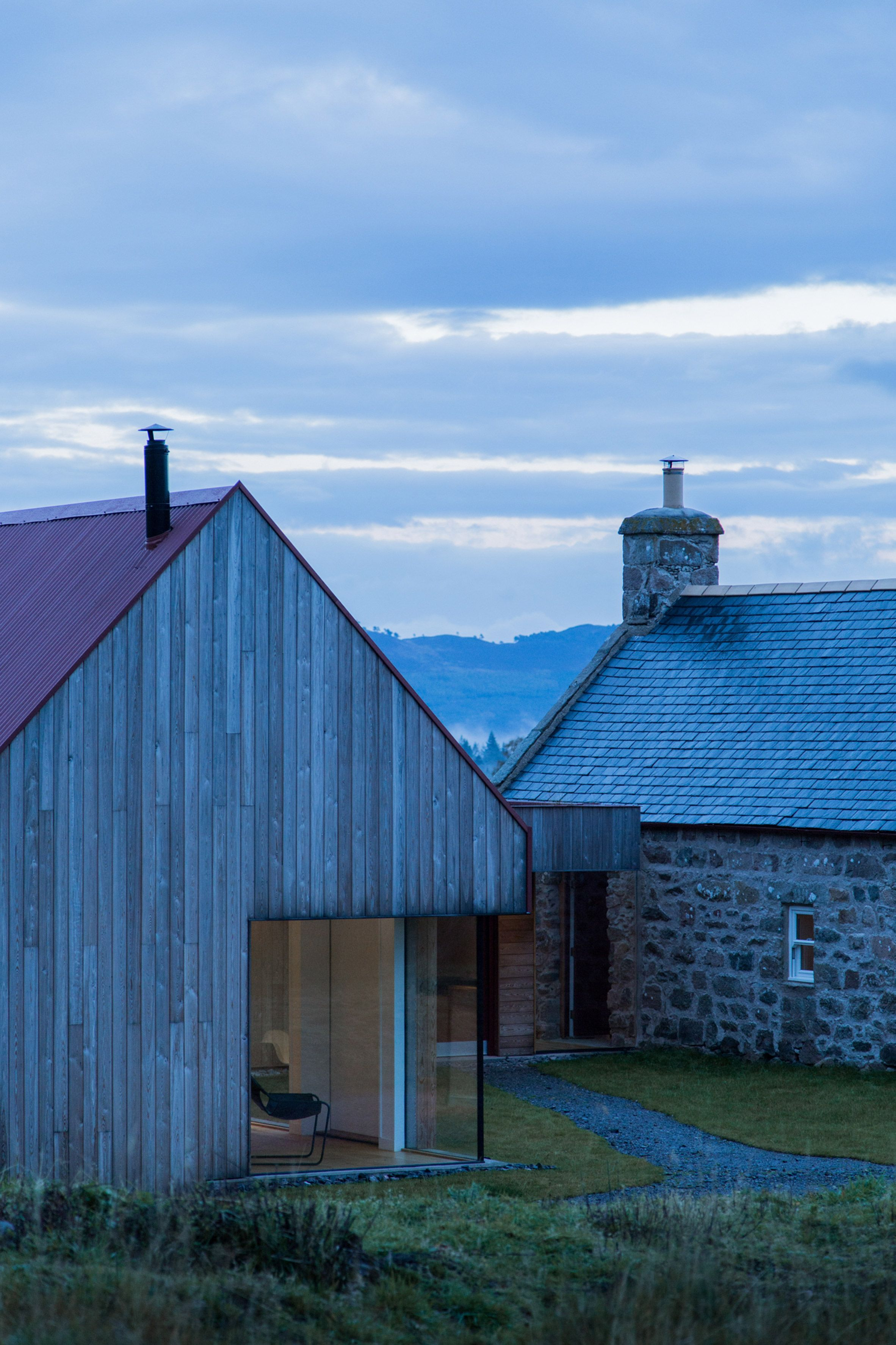 London Studio Moxon Has Restored An Old Granite Farmhouse In The Scottish Highlands And Added A Lar Barn Style House Farmhouse Architecture Rural Architecture