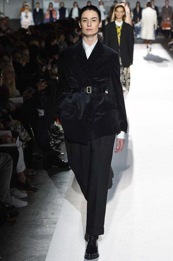 Gentlewoman style - Belted blazer over wide trouser - perfect Dries van Noten AW17 look