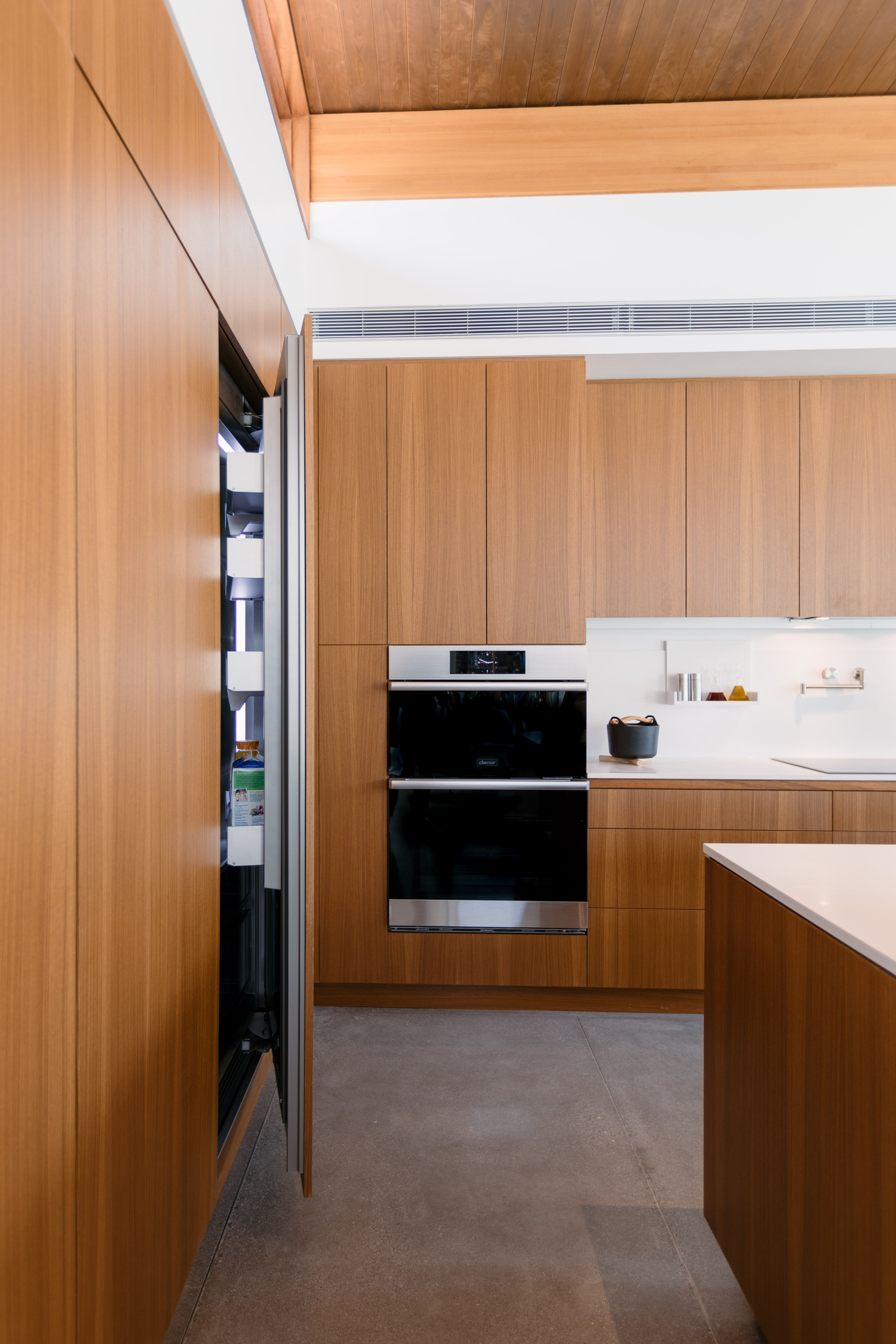 Get Inspired With The Axiom Desert House By Dacor And Turkel Design In 2020 Contemporary Kitchen Design Simple Kitchen Contemporary Kitchen
