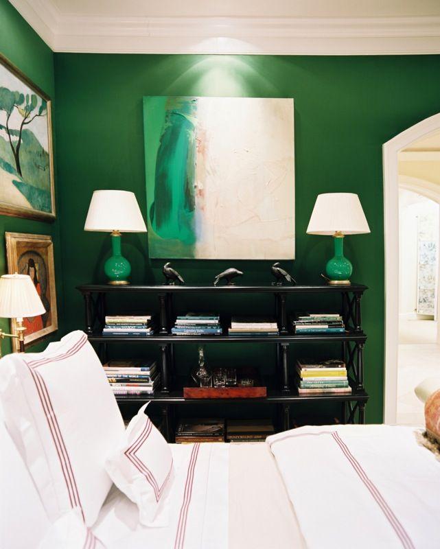 Verde con lamparas chinas de tono parecido como en la habitacion....