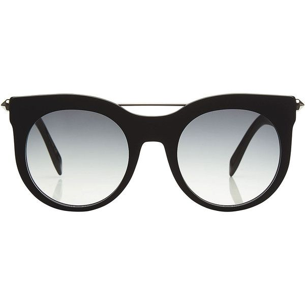 692d1f8c7e From the gradient finish of the lenses to the thick statement of the black  frame