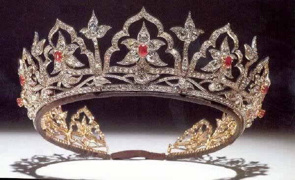 تيجان ملكية  امبراطورية فاخرة Ae36fd765ab4eb324166f32884615bb5