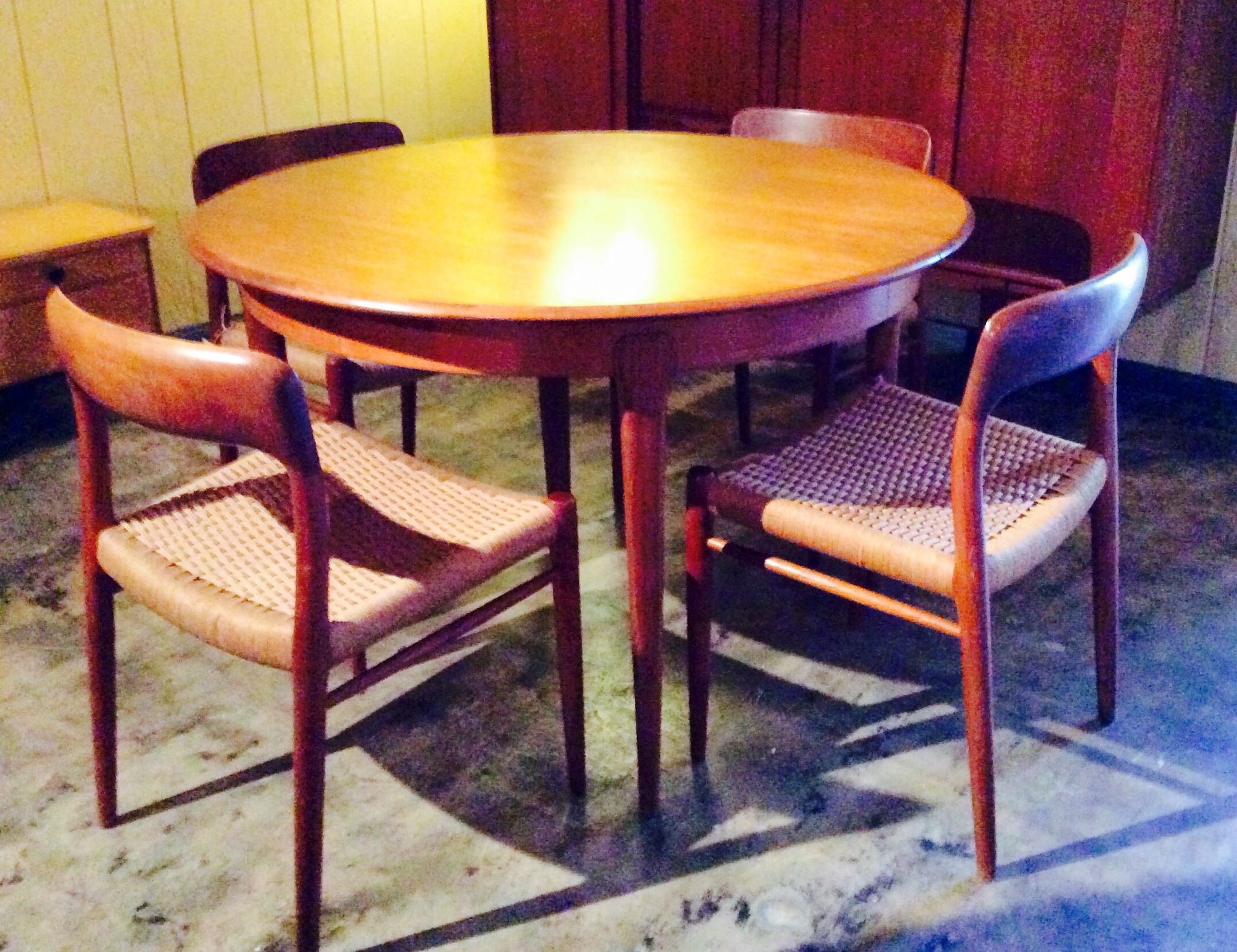 Mid Century Modern Dining Table Built In Leaf Extension Teak Industrielle