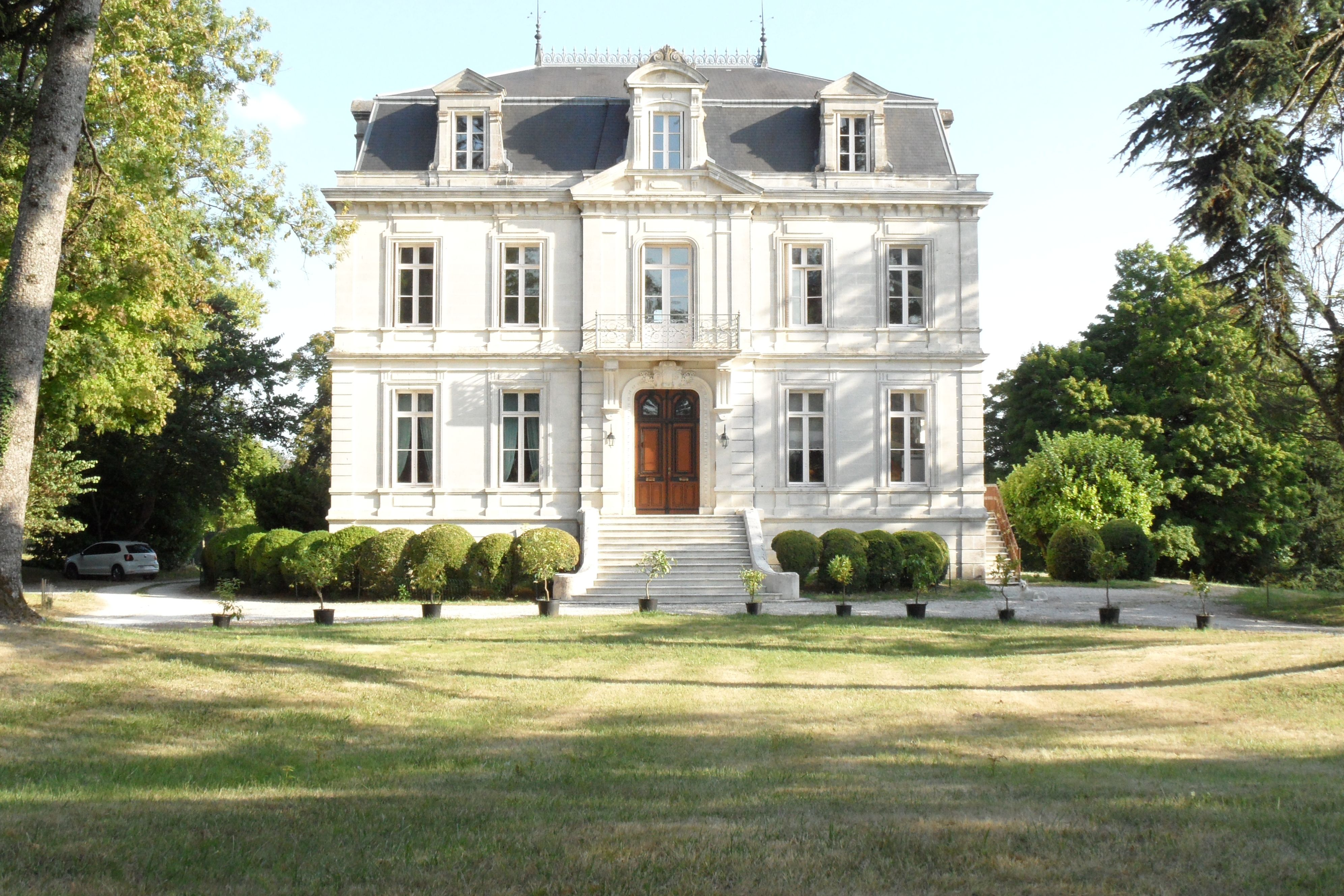 Pin By Melchior On Chateau Dreaming French Chateau Homes French Architecture French Mansion