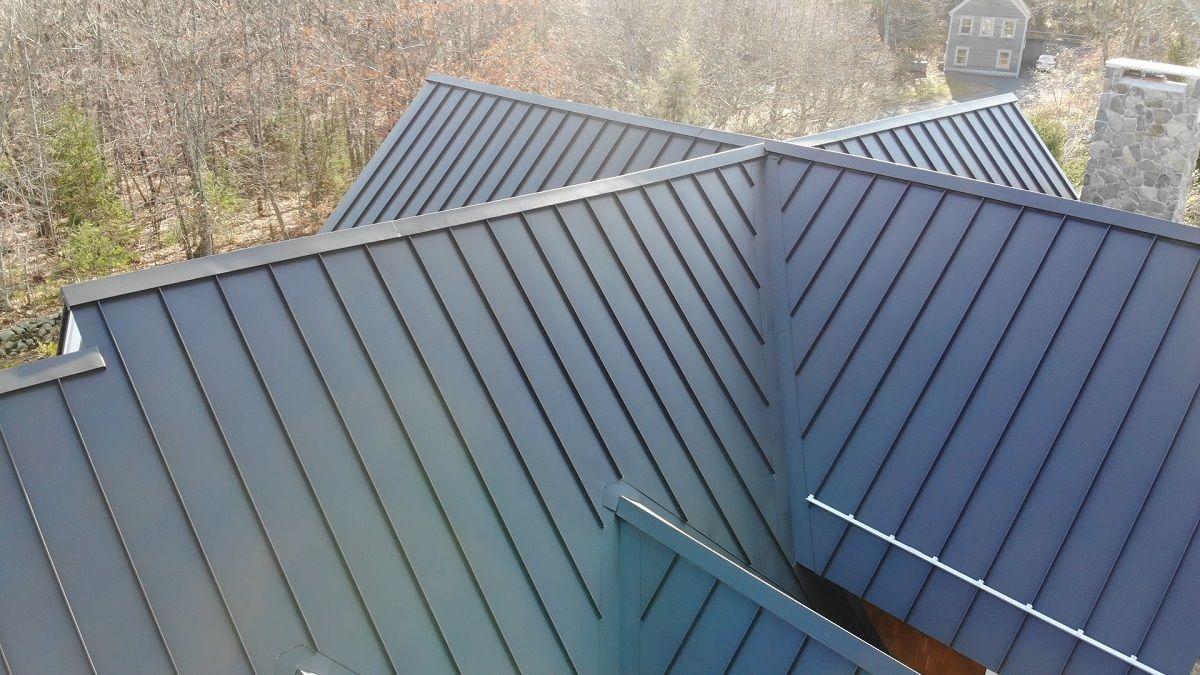 Aluminum Metal Roofs Vs Asphalt Shingles Metal Roof Houses Metal Roof Shingling