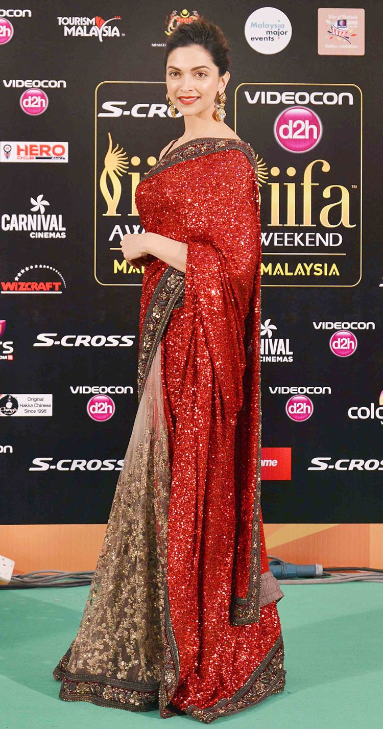 Bollywood Actress Saree Collections Deepika Padukon Wearing Designer Red Saree In Iifa Award 2015 Sabyasachi Sarees Deepika Padukone Saree Indian Outfits