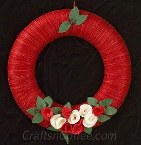 Cómo hacer una corona de Navidad con hilo laminado flores de fieltro