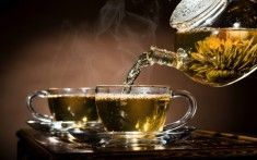Could green tea aid in the prevention of lung cancer? Scientists show how this tea could be the answer for both non-smokers AND smokers.