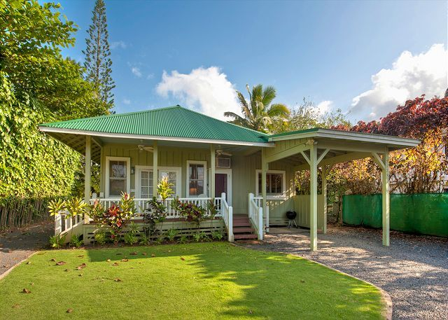Hanalei vacation rentals hanalei bay beachfront homes for Hawaiian plantation architecture