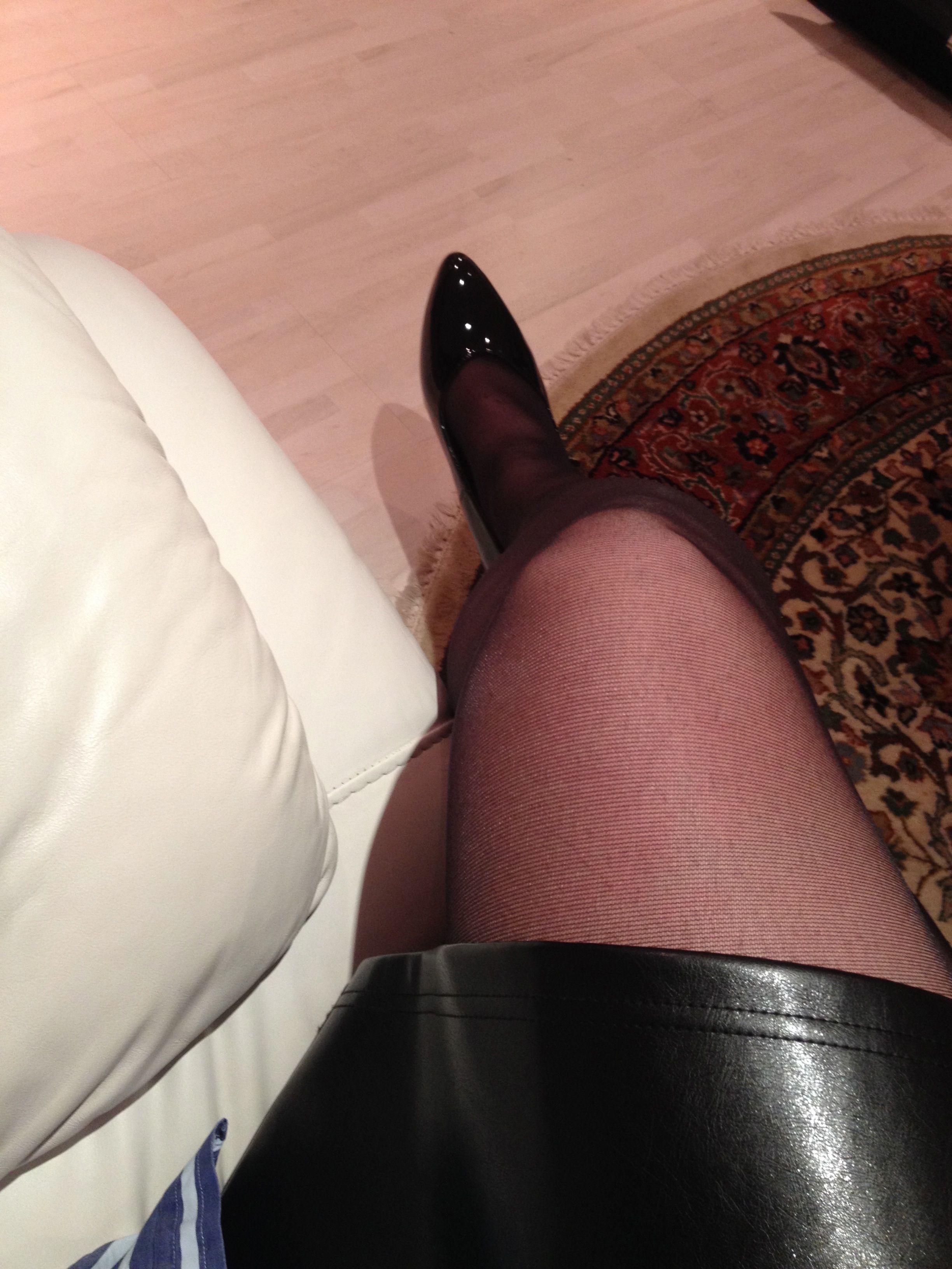 Crossed Legs Pantyhose 52