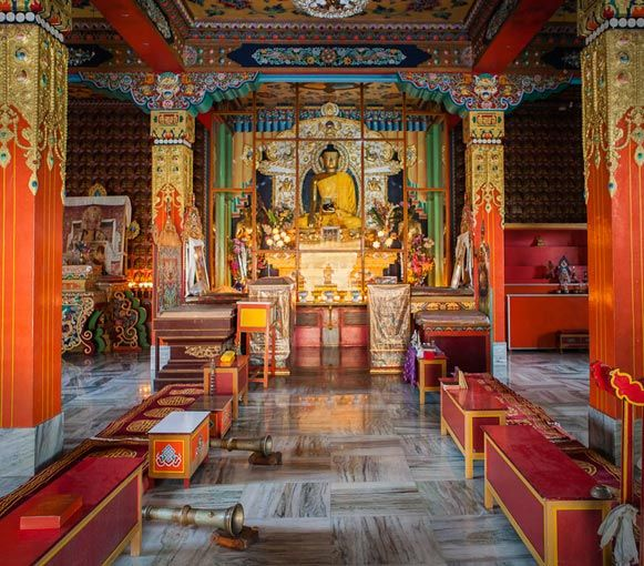 Inside Buddhist Temple Google Search Buddhist Temples Interior