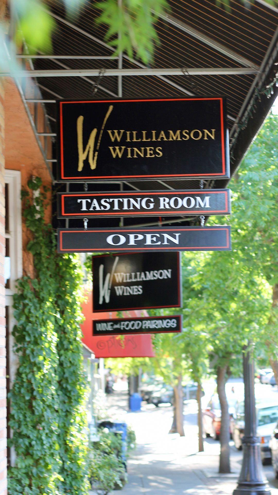 Wine Shipping Boxes Near Me Shippingwine Caseofwine Wine Tasting Room Wine Country California Healdsburg California Wineries