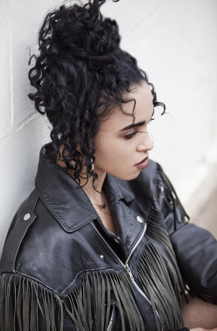 FKA Twigs photographed by Sophia Schorr-Kon for Skimdo ...