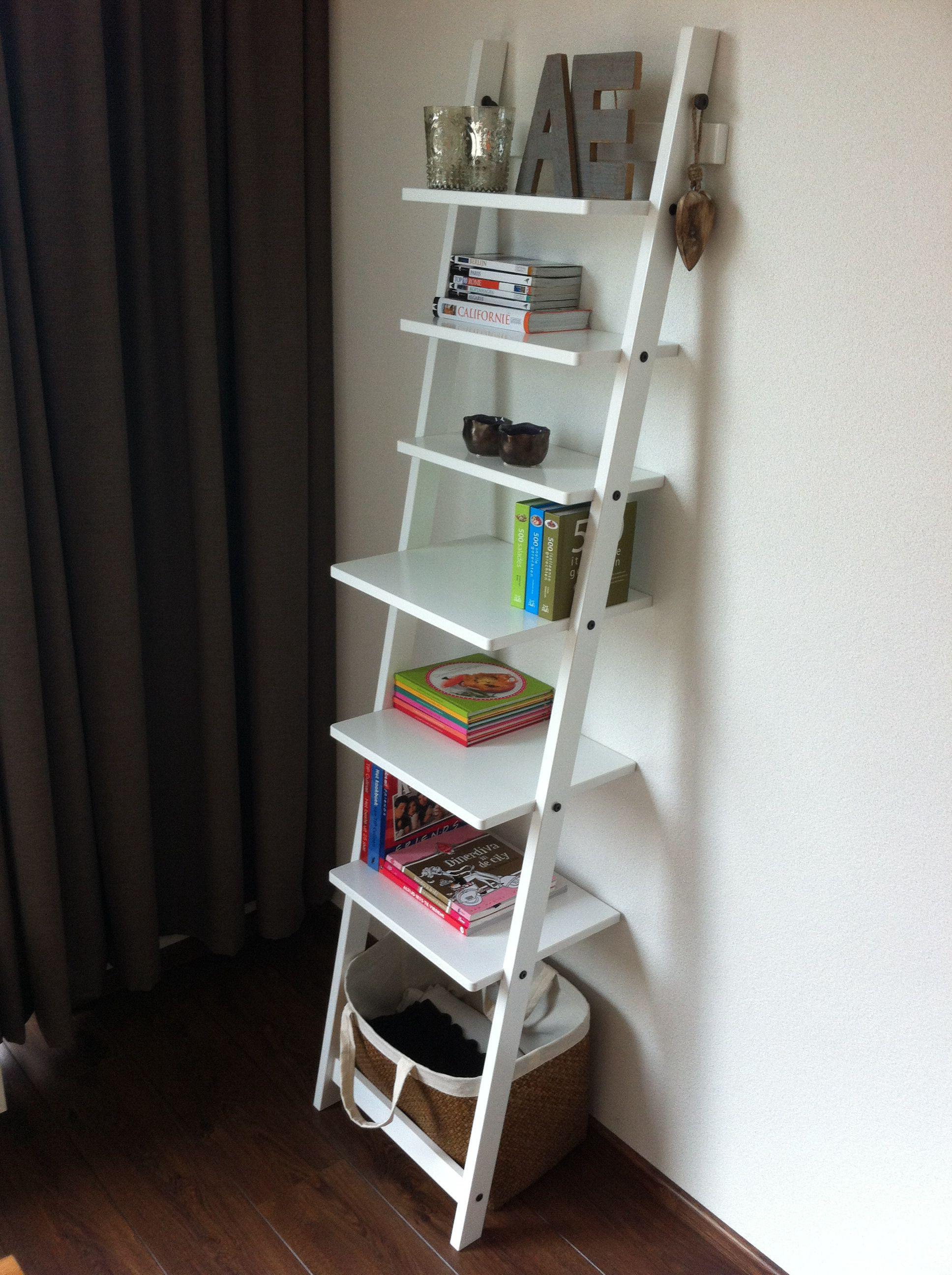 Woonkamer  Wandrek   met kookboeken en reisgidsen   Idee u00ebn voor het huis   Pinterest