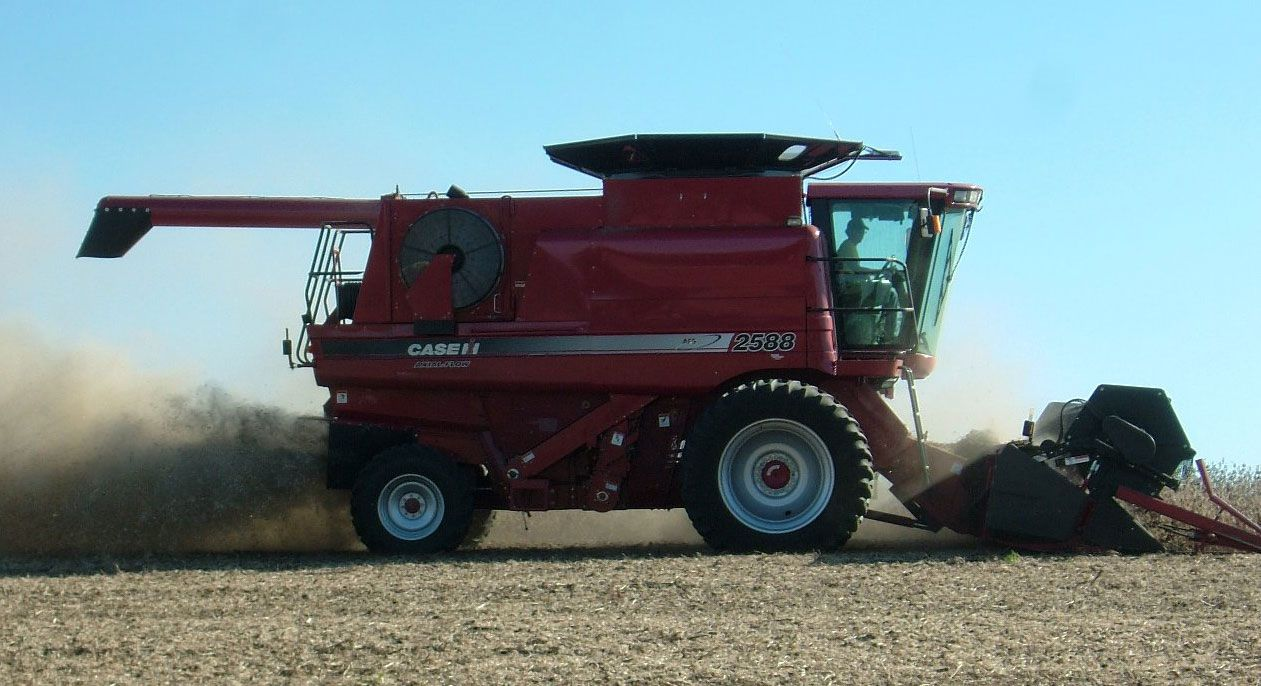 Case International Harvester : Combine harvester falcon pinterest