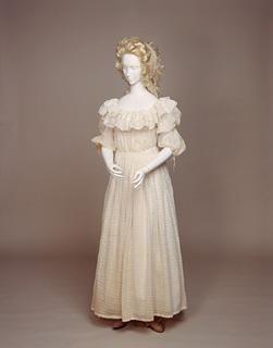 1700 style muslin white dress