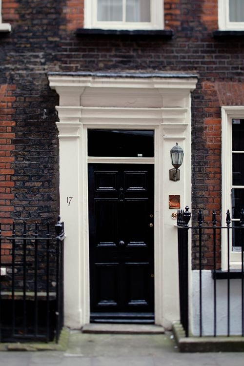 A beautiful black door front entry in London - Via Roost - Roost ...