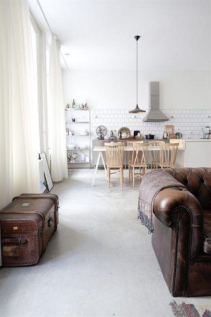 Cuisine ouverte, salle à manger et salon en un seul grand espace