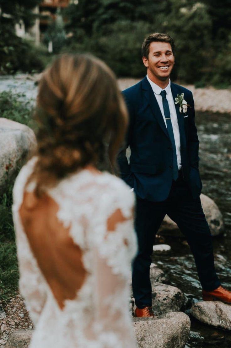 Idee Pose Fotoshooting für das Brautpaar auf der Hochzeit - #auf #Brautpaar #das #der #Fotoshooting #für #Hochzeit #Idee #Pose #weddingfotoshooting