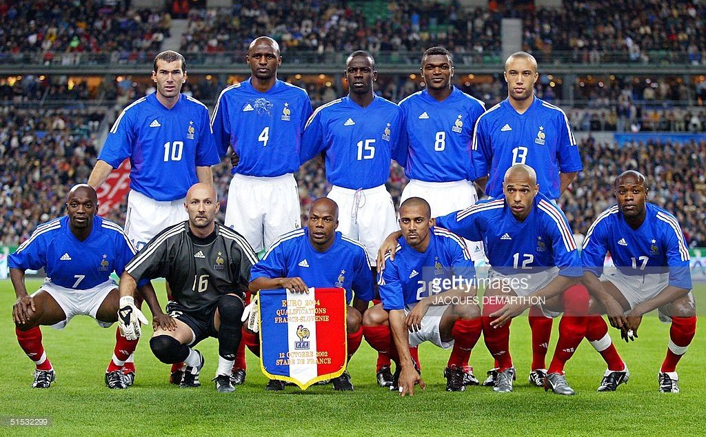 French national soccer team poses for the traditio