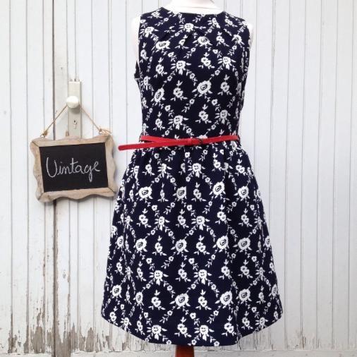 Dunkelblaues Kleid mit Blumen von Louche Gr. S I Neu eingetroffen bei Schneiderei Vintage Mode I Gefunden über Findeling Köln