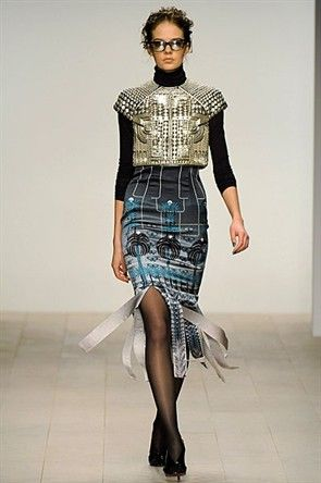 Holly Fulton - almost robotic