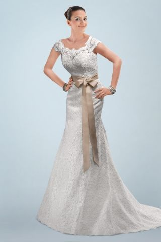 Vintage Scoop Neckline Sheath Wedding Gown with Exquisite Lace Overlay Throughout
