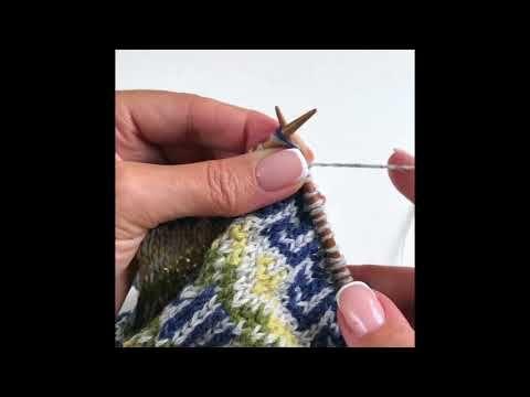 279) Жаккард без протяжек с двух рук. - YouTube   Knitting ...