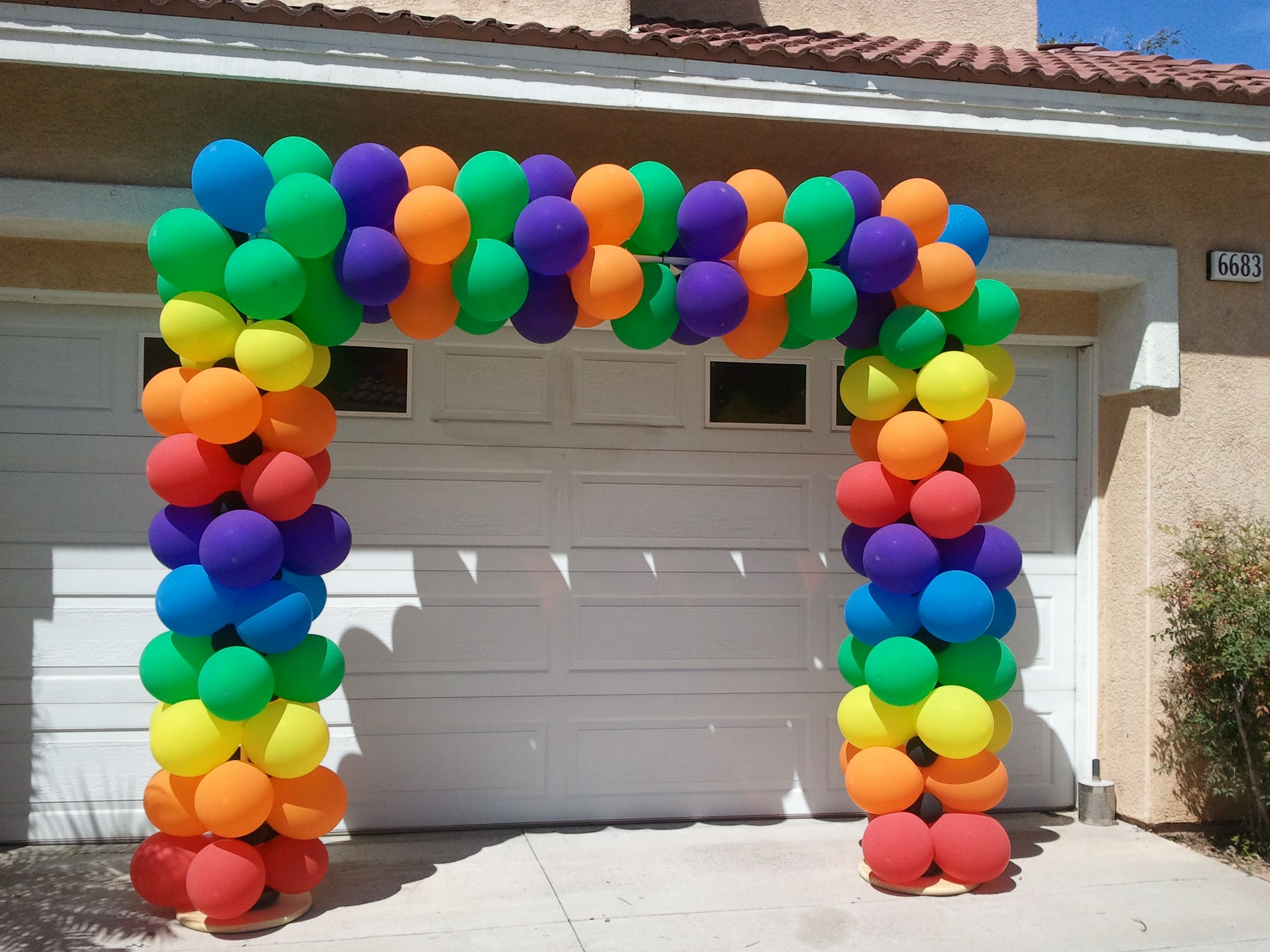 how to make outdoor balloon arch