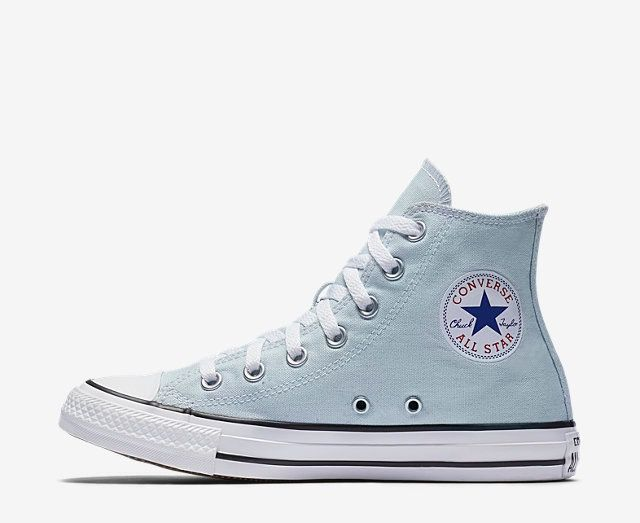41206e0af73067 Adorable light blue converse high tops. I want these!!
