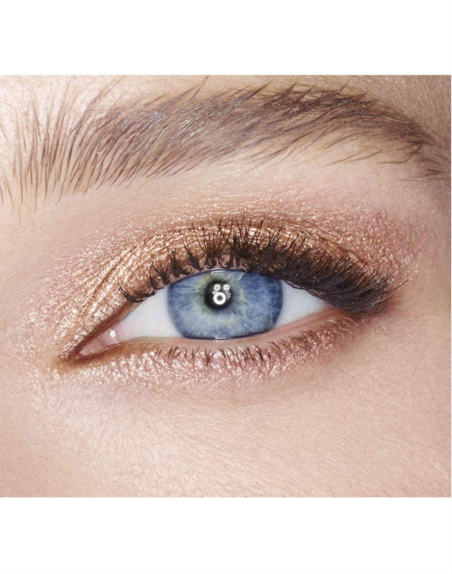light shimmer eyeshadow pencil designed for blue eyes