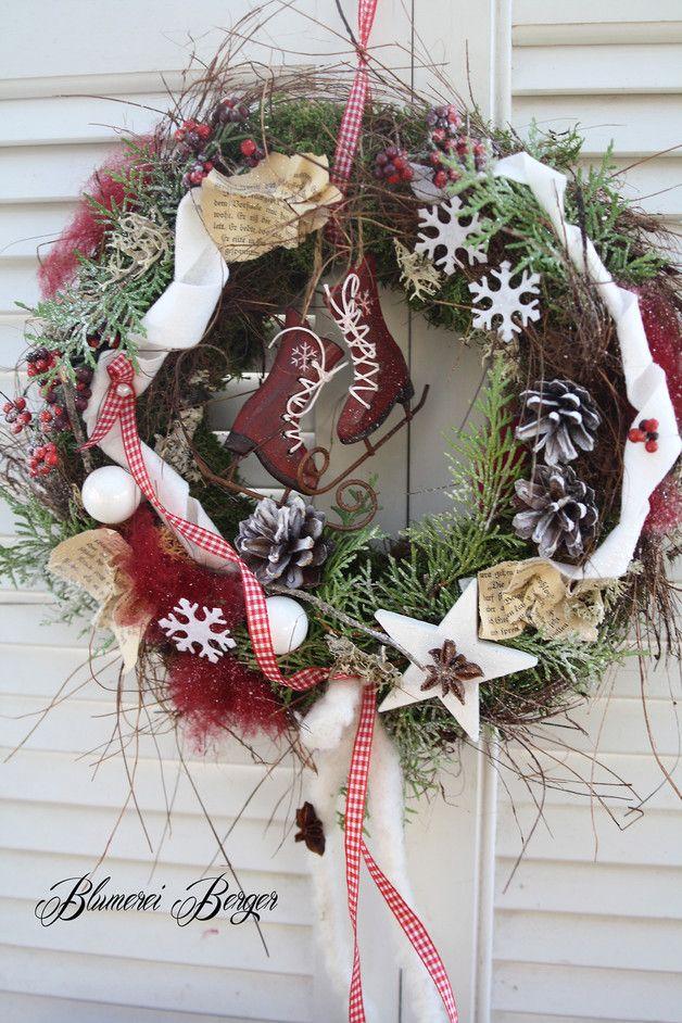 weihnachtsdeko t rkranz rote schlittschuhe ein designerst ck von blumereiberger. Black Bedroom Furniture Sets. Home Design Ideas