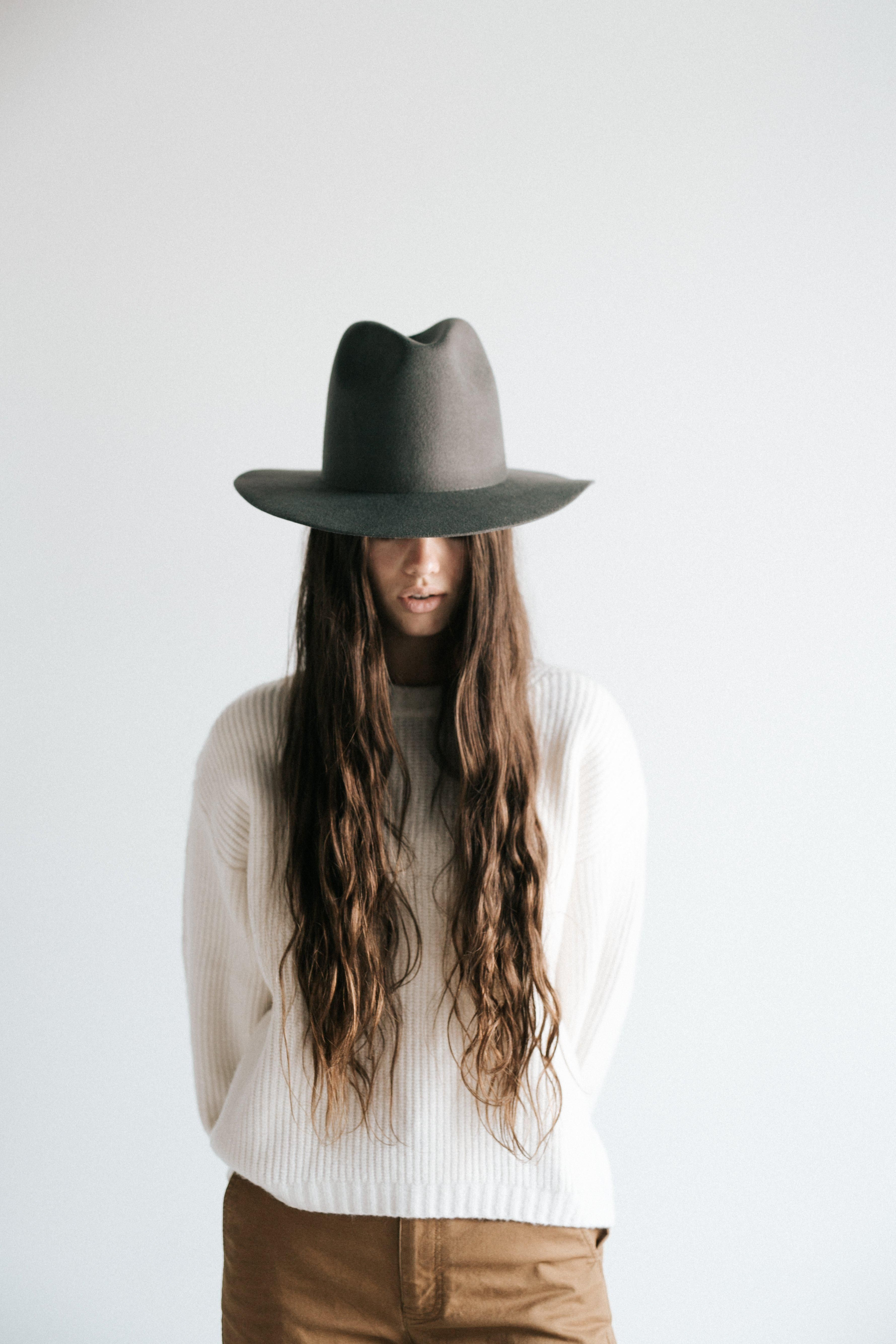 Billie Tall Fedora Dark Grey In 2021 Fashion Grey Hat Outfit Outfits With Hats