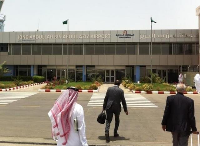 3 شبان يقتحمون مطار جازان للبحث عن البوكيمون والجهات الأمنية تلقي القبض عليهم اخباريات Outdoor Decor Street View Outdoor