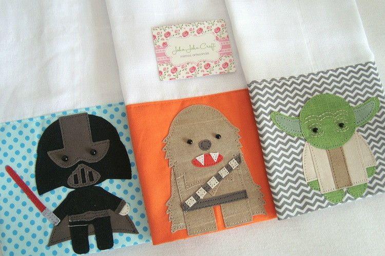 Kit Star Wars é composto por três fraldinhas de boca, são ótimas para higiene do seu bebê.  Confeccionadas em fralda de ótima qualidade e tricoline (100% algodão).