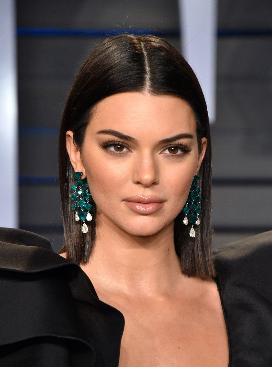 3 4 18  Kendall attends the 2018 Vanity Fair Oscar Party in Beverly Hills. 5a1e9754a40
