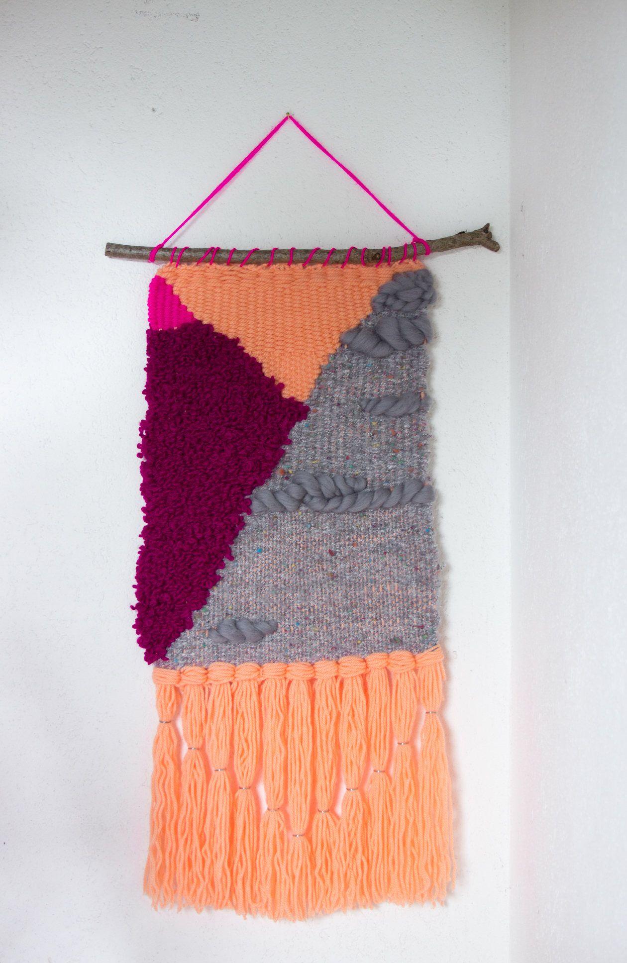 Articoli simili a arazzo moderno in lana con frange su