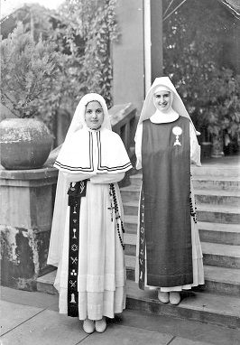 Photographs Treasures Of The Catholic Research Resources Alliance Crra Page 4 Nun Dress Nuns Habits Hijab Dress