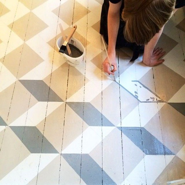 ELLE Decorations bloggare @isabellemcallister inspireras av golv med handmålade mönster i fokus på  elledecoration.se#ELLEDecorationSE