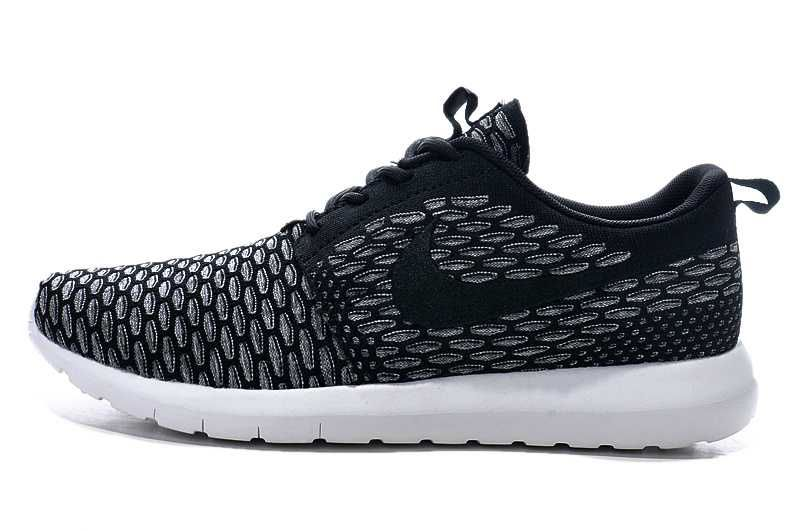 cheaper 87e9b 1ff78 Sunshine Nike Roshe Run Flyknit Trainers Ladies Silver Black