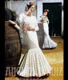 @anguas.ruiz Traje de flamenca blanco con lunares negros
