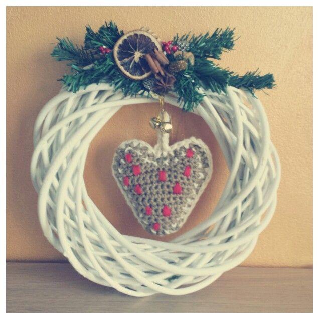 Photo of #Christmas #decoration: #ghirlanda #fuoriporta di legno con applicazioni nataliz…
