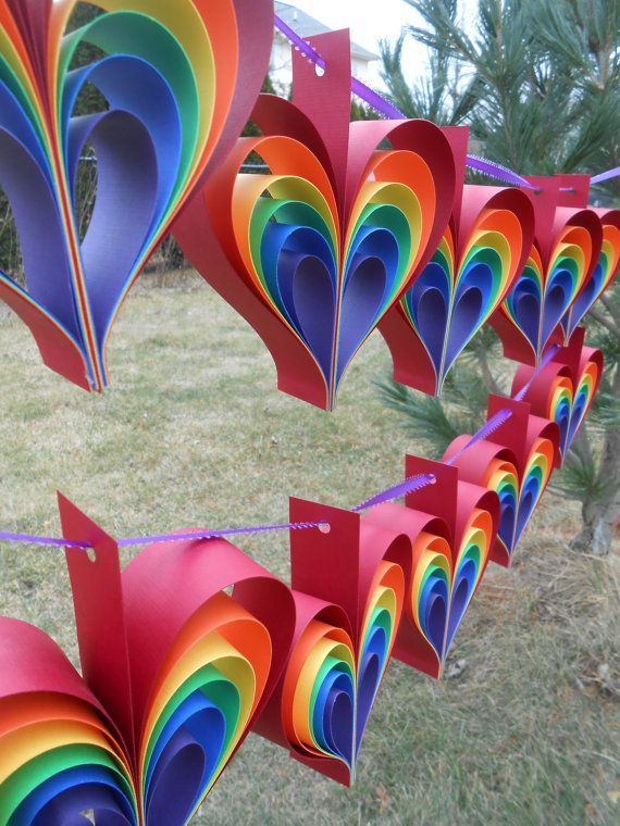 ZWEI Girlanden REGENBOGENHERZEN. 10 Herzen. von TreeTownPaper - Bastelideen Kinder #garlandofflowers