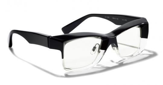 生半可なテクじゃ実現しない! シート状のプラスチックで ボリューミーな眼鏡を軽快に楽しみましょ  【ベストギア 9月号 New Products Compilation】