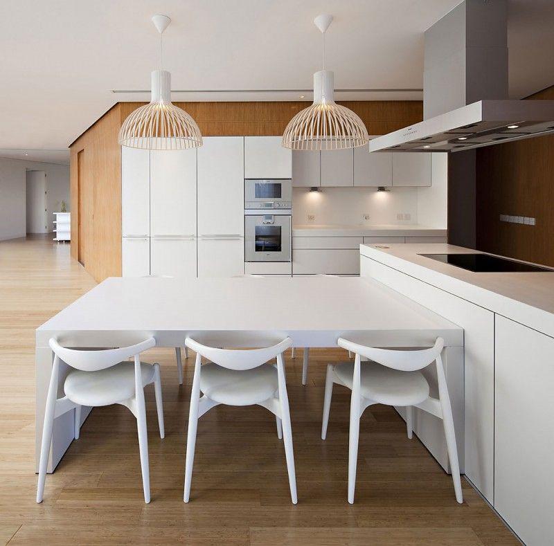 Moderne Küche Weiss Holz Esstisch Kochinsel (800×789)