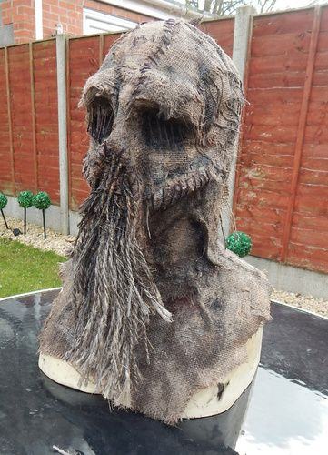 Amazing burlap scarecrow mask made by TWISTEDUK on Halloween Forum(Twisted Endeavors on Pinterest)