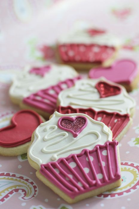 Cupcake Valentine Cookies~ Lots Of Other Cookie Decorating For Inspiration!